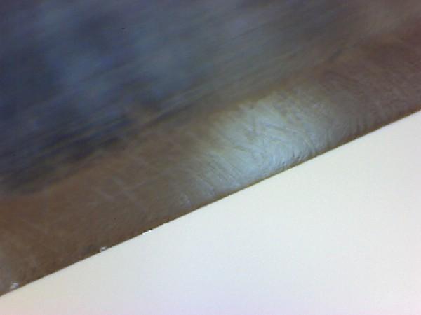 Messerschneide zweier Messer nach dem Abziehen mit Siliziumkarbid Paste