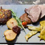 Rehkeule aus dem Dutch Oven mit Kartoffel Zucchini Puffern