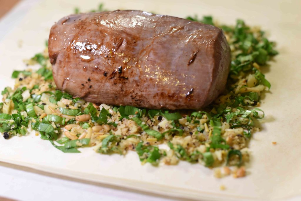 Damwild im Bärlauch-Mantel - Rezept zum Nachkochen